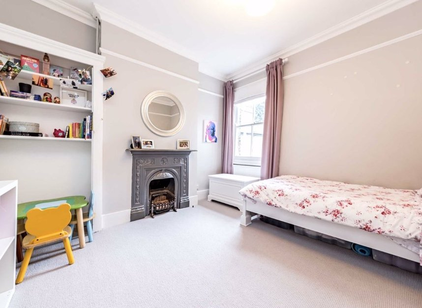 Properties for sale in Thornbury Road - TW7 4LN view8