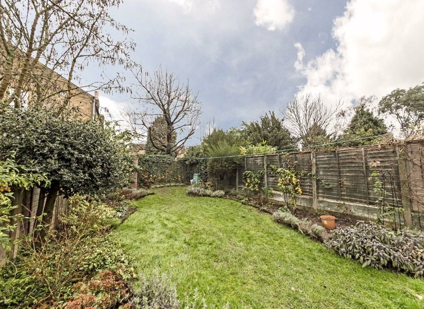 Properties for sale in Thornbury Road - TW7 4LN view7