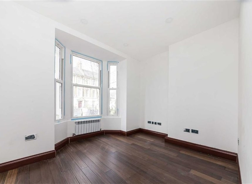 Properties for sale in Trafalgar Avenue - SE15 6NP view5
