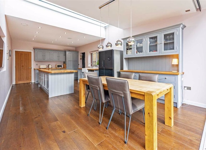 Properties for sale in Trowlock Avenue - TW11 9QT view4