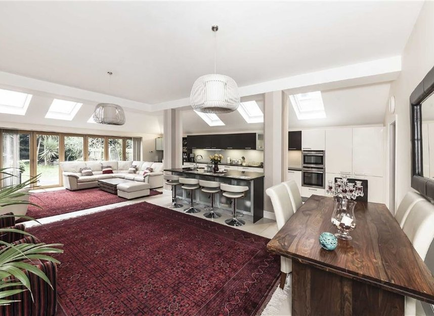 Properties for sale in Twyford Avenue - W3 9QB view2