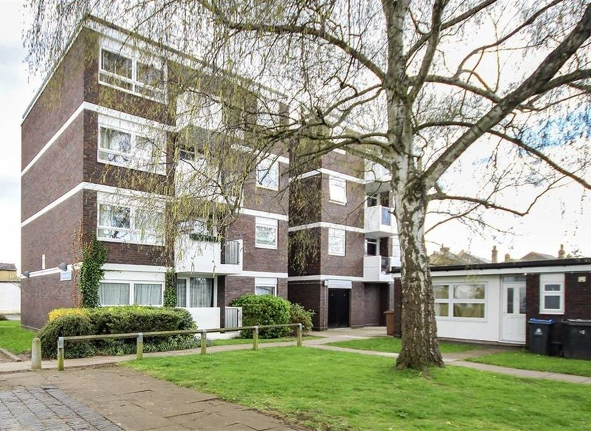 Flat for sale in victoria road kingston upon thames kt