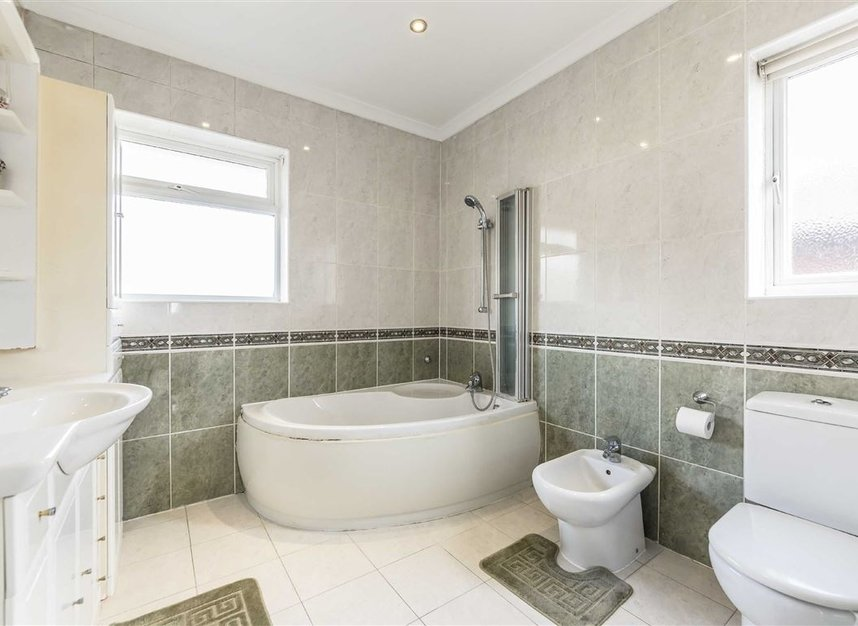Properties for sale in Vyner Road - W3 7LY view9