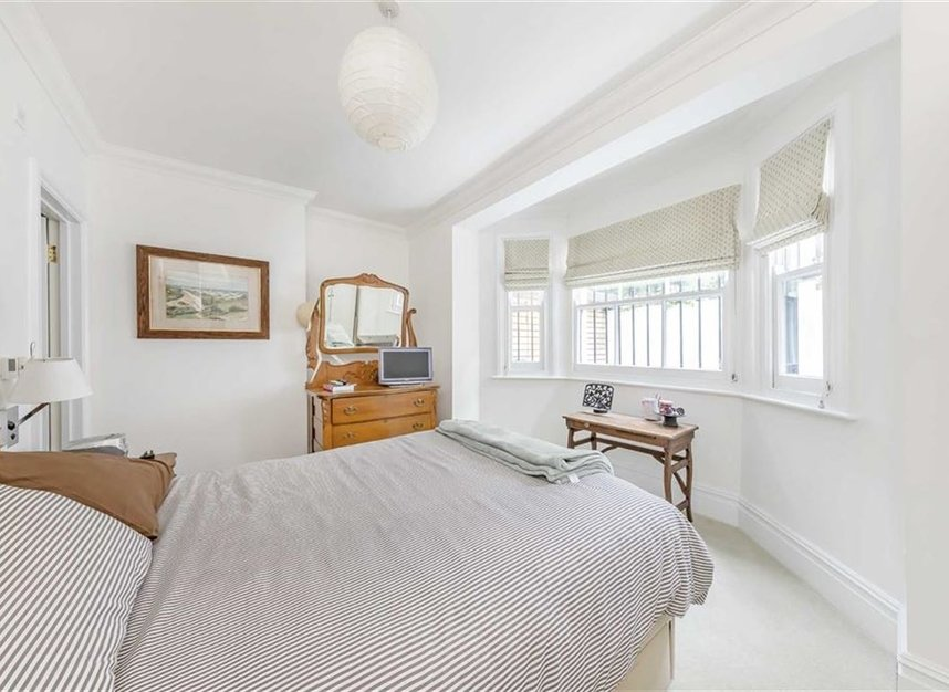 Properties for sale in Warwick Gardens - W14 8PP view10