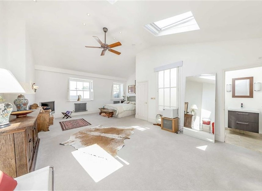 Properties for sale in Warwick Gardens - W14 8PP view9
