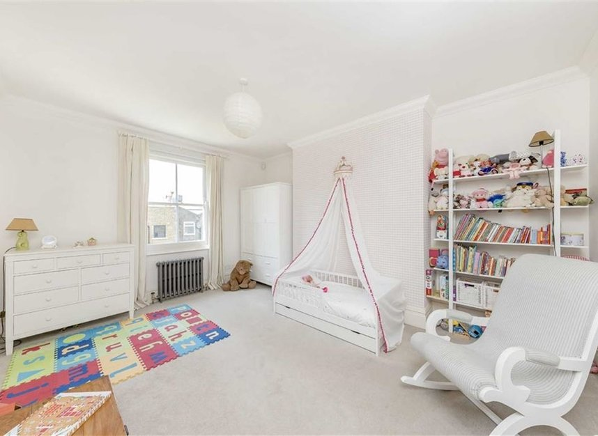 Properties for sale in Warwick Gardens - W14 8PP view11