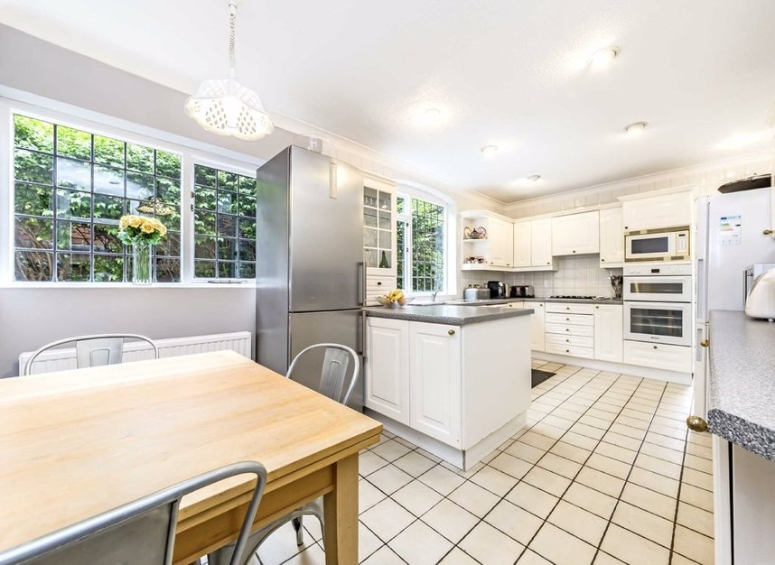 Properties for sale in Wensleydale Road - TW12 2LZ view4