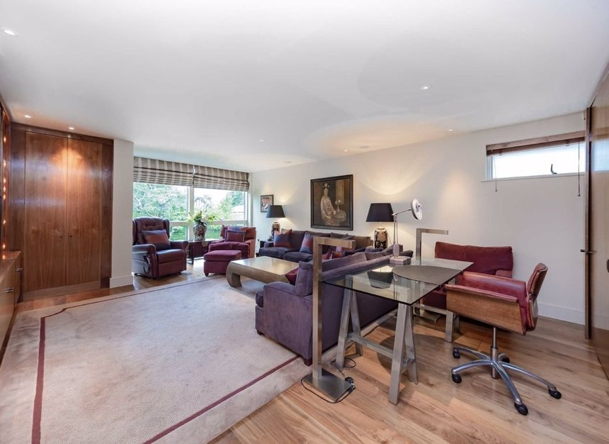 Properties for sale in West Heath Road - NW3 7TH view10