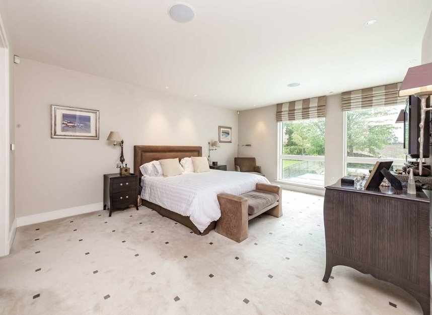 Properties for sale in West Heath Road - NW3 7TH view7
