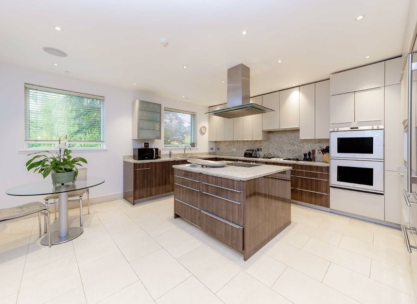 Properties for sale in West Heath Road - NW3 7TH view4