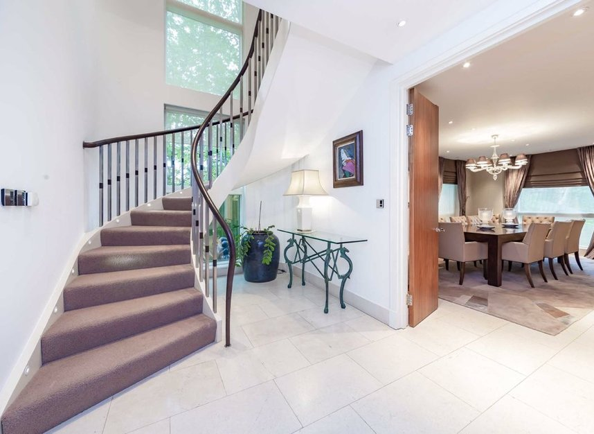 Properties for sale in West Heath Road - NW3 7TH view2