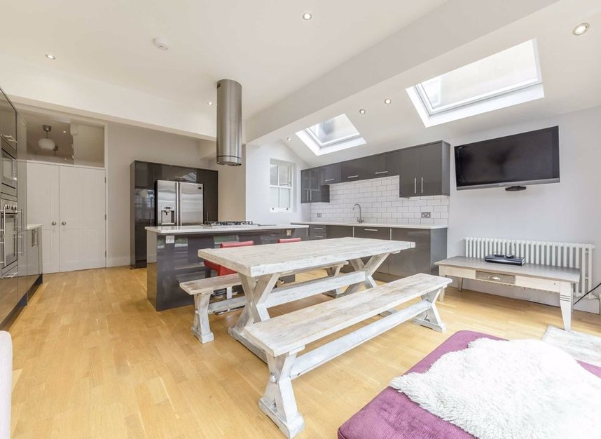 Properties for sale in Willcott Road - W3 9QX view4
