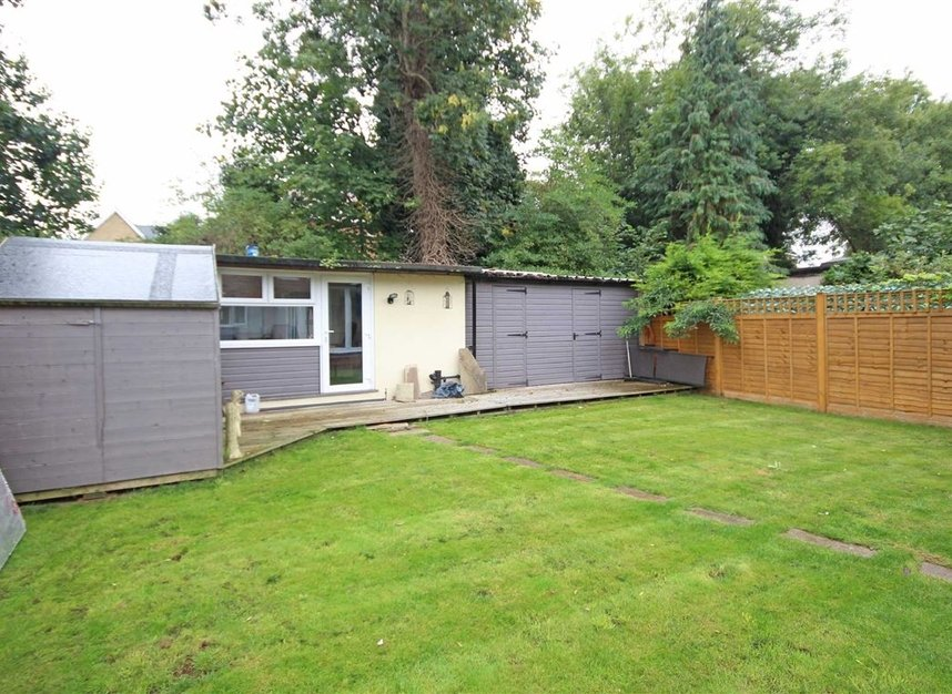 Properties for sale in Willow Way - TW16 6BT view4