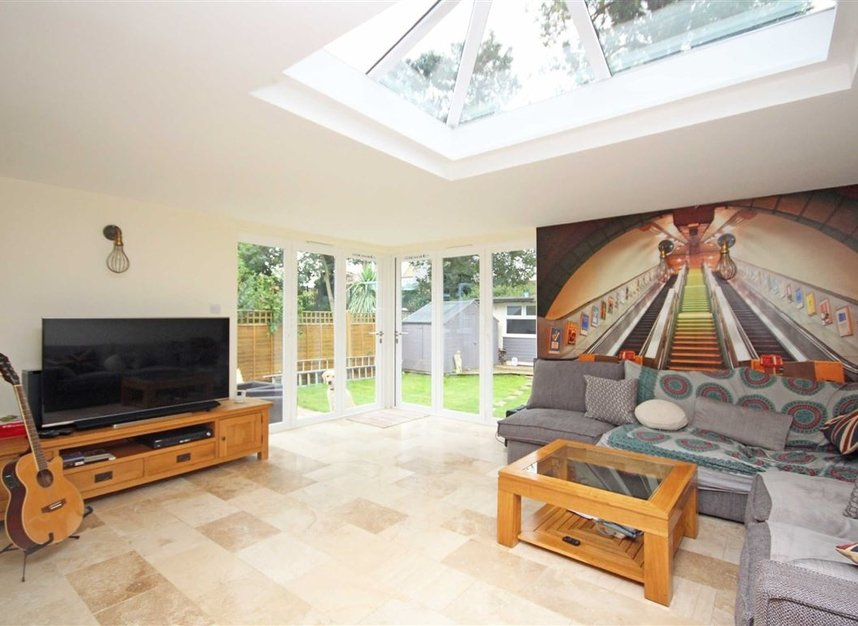Properties for sale in Willow Way - TW16 6BT view2