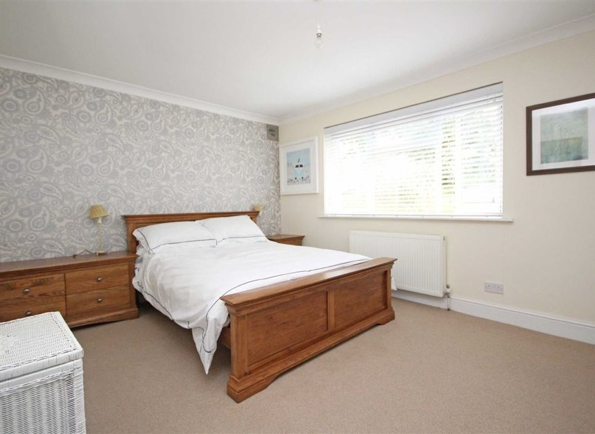 Properties for sale in Willow Way - TW16 6BT view6