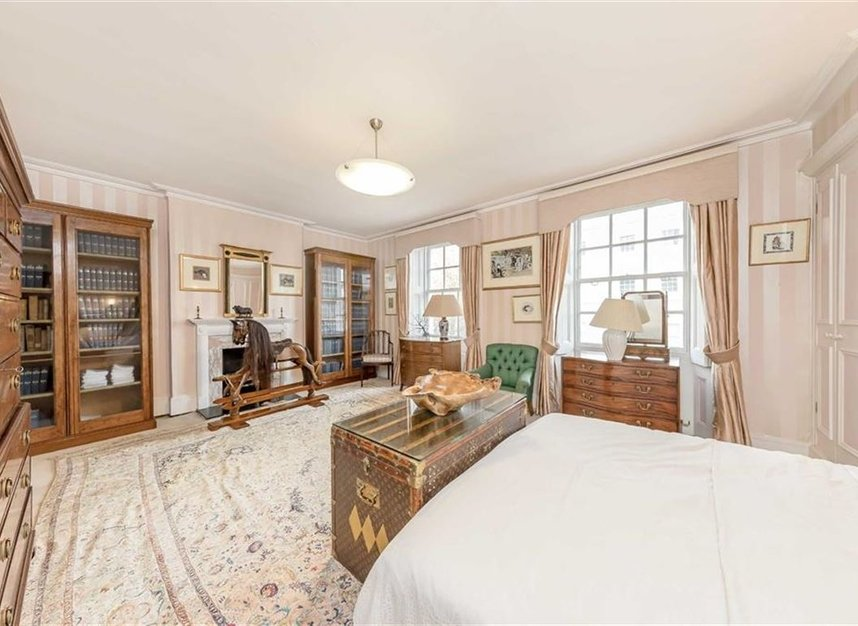 Properties for sale in Wilton Crescent - SW1X 8RN view8