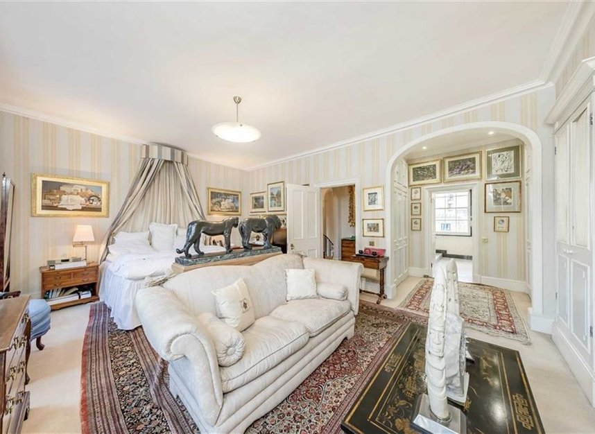 Properties for sale in Wilton Crescent - SW1X 8RN view7