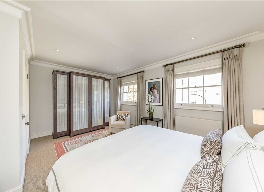 Properties for sale in Wilton Place - SW1X 8RL view7