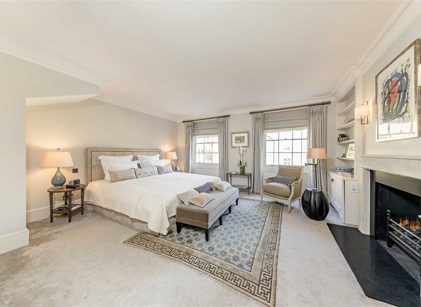 Properties for sale in Wilton Place - SW1X 8RL view6