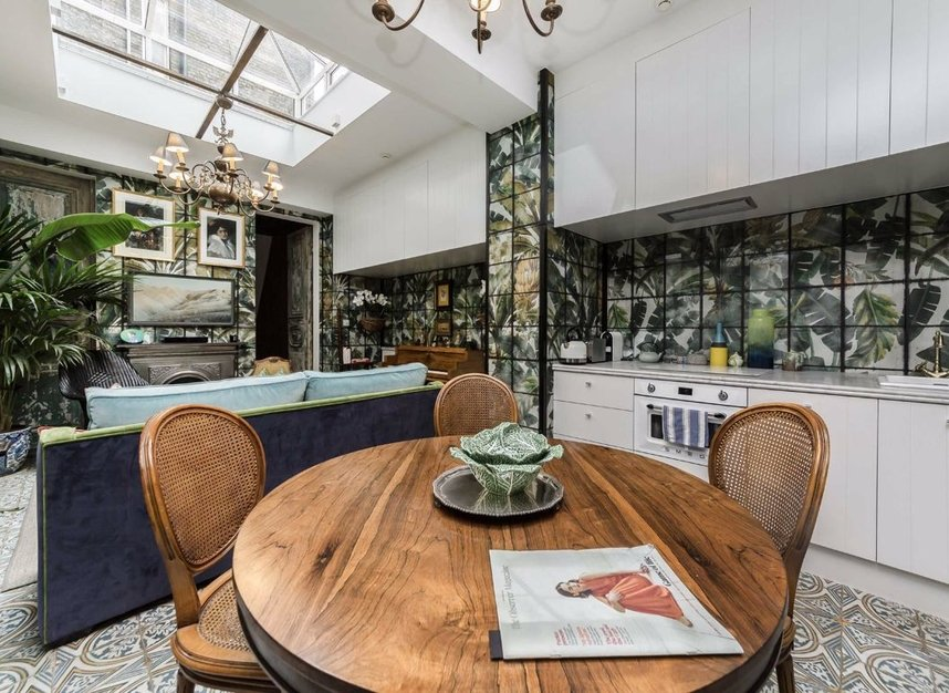 Properties for sale in Woburn Place - WC1H 0LL view3