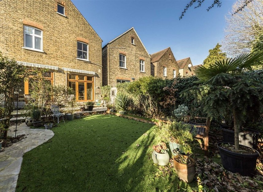 Properties sold in Woodgrange Avenue - W5 3NY view16
