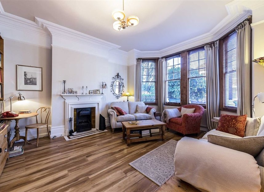 Properties sold in Woodgrange Avenue - W5 3NY view2