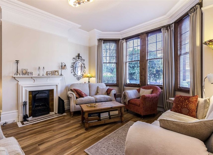 Properties sold in Woodgrange Avenue - W5 3NY view3