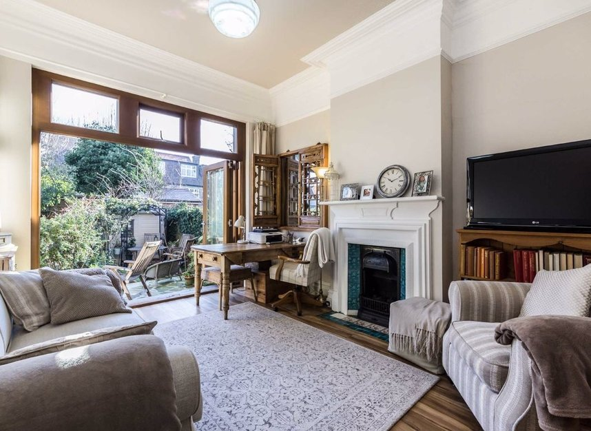 Properties sold in Woodgrange Avenue - W5 3NY view11