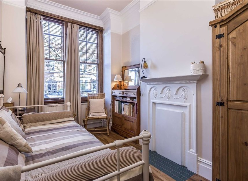 Properties sold in Woodgrange Avenue - W5 3NY view13