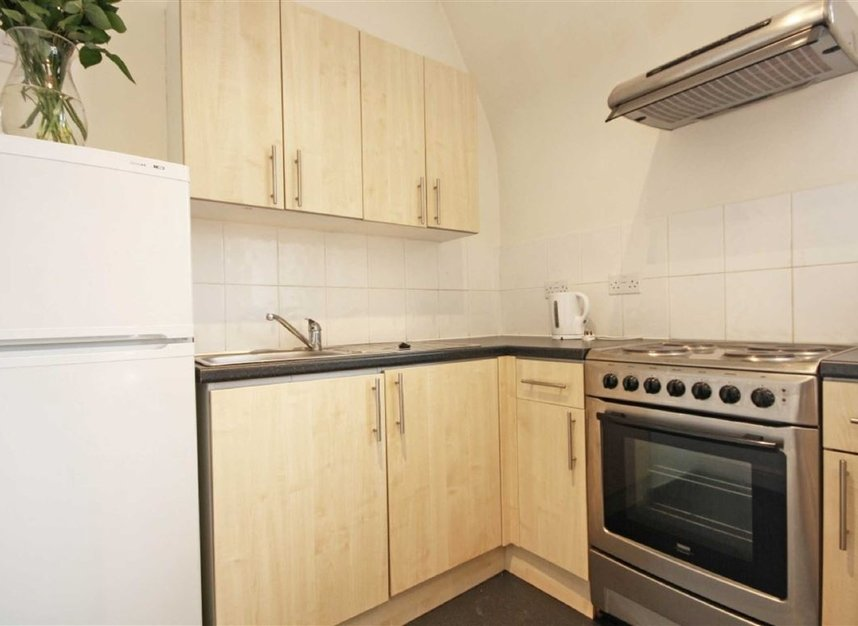 Properties to let in Addison Gardens - W14 0DP view3