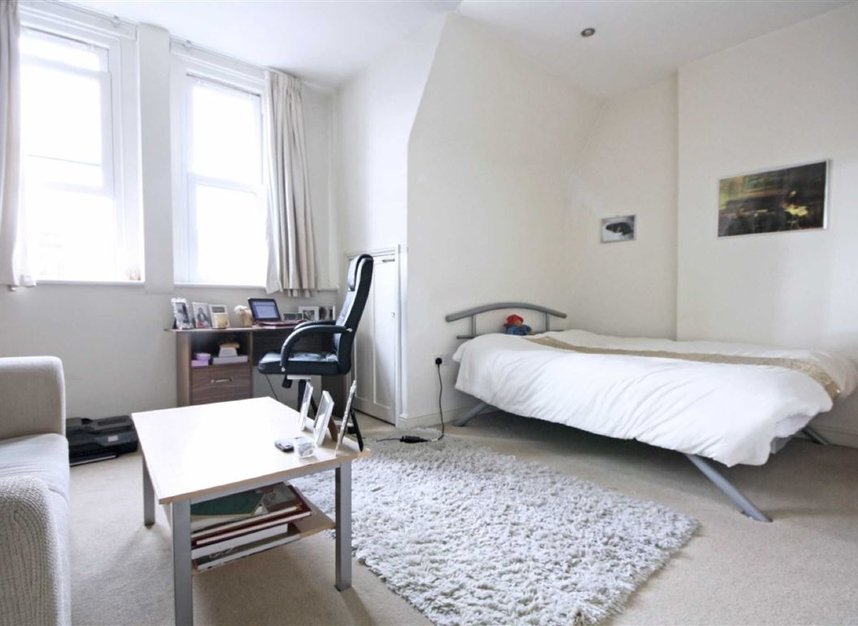 Properties to let in Addison Gardens - W14 0DP view2