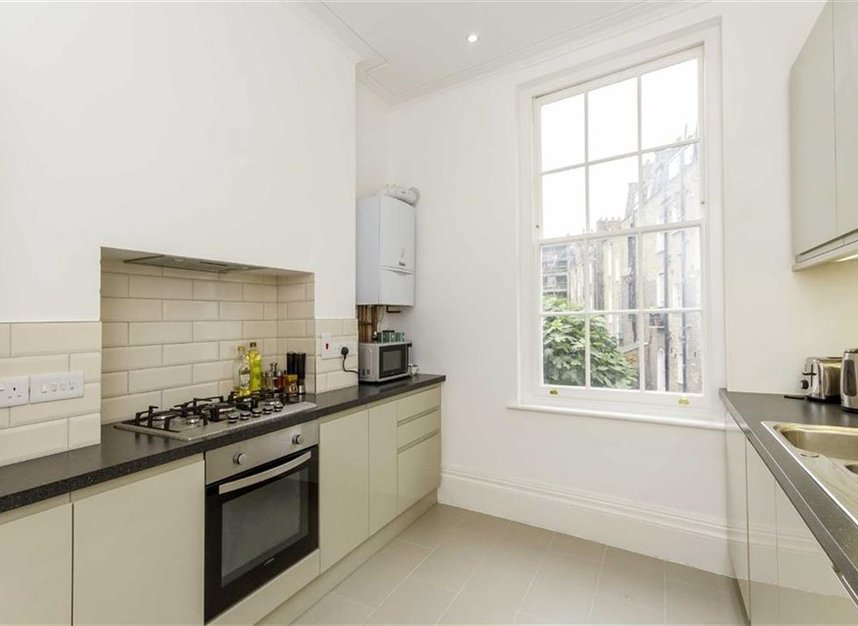 Properties to let in Amwell Street - EC1R 1XS view3