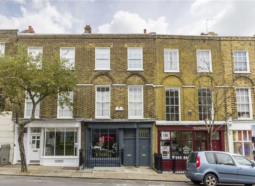 Properties to let in Amwell Street - EC1R 1XS view1