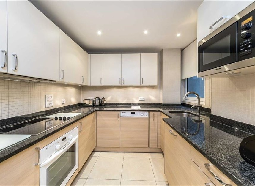 Properties to let in Arlington Street - SW1A 1RL view4