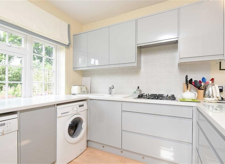 Properties let in Atwood Avenue - TW9 4HF view4