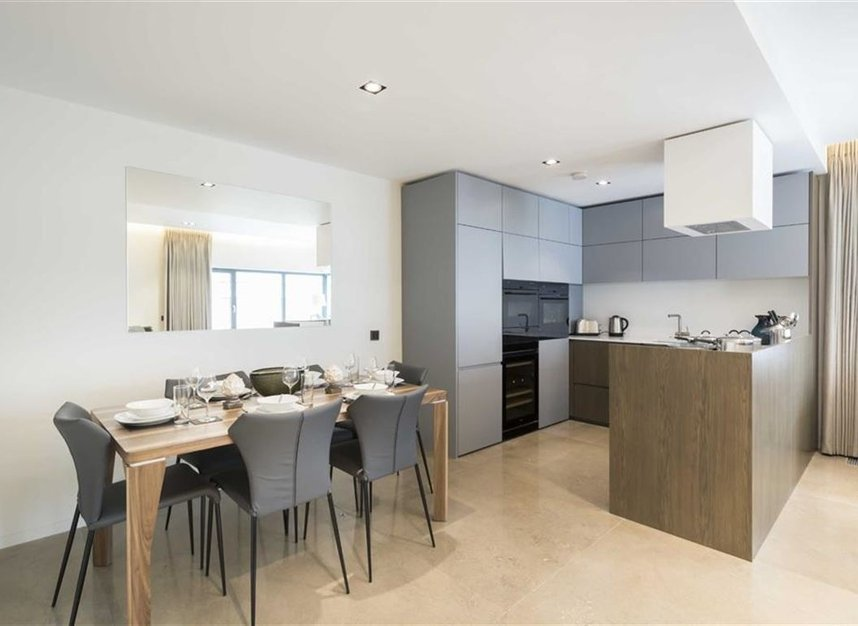 2 Bedrooms 2 Bathrooms short let flat to rent in Babmaes Street - SW1Y 6HD view3