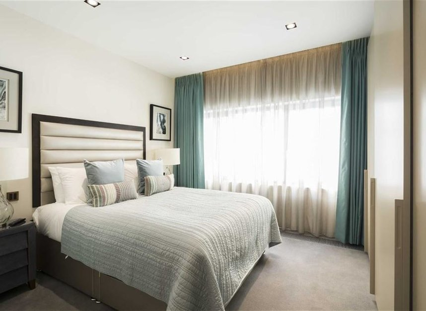 2 Bedrooms 2 Bathrooms short let flat to rent in Babmaes Street - SW1Y 6HD view5