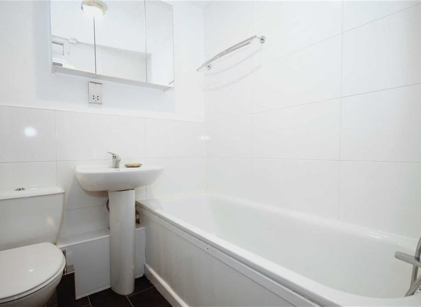 Properties to let in Beardsley Way - W3 7YQ view5