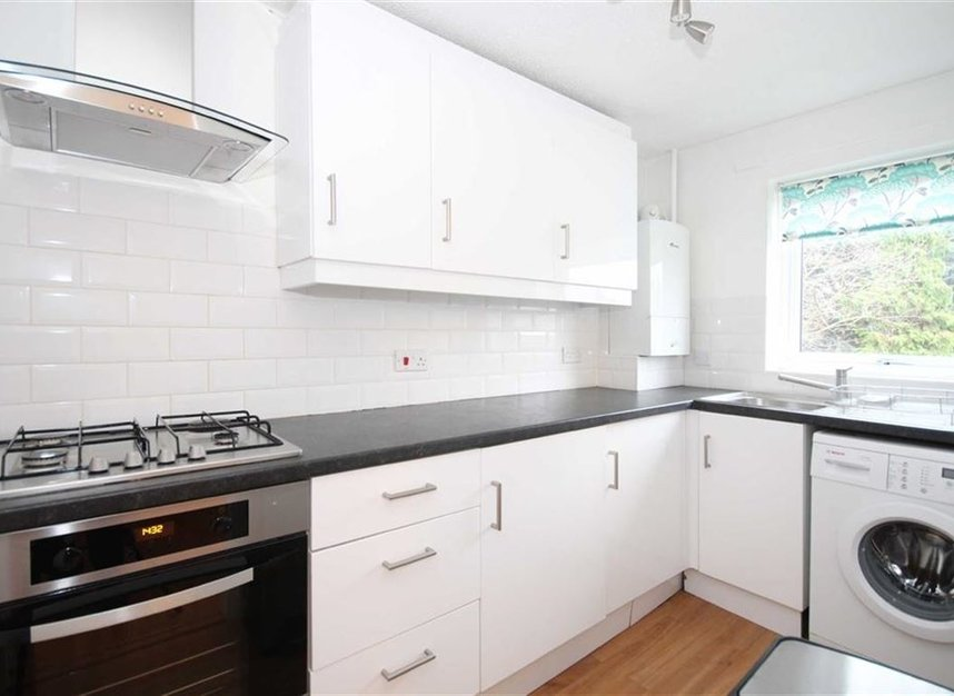 Properties to let in Beardsley Way - W3 7YQ view3