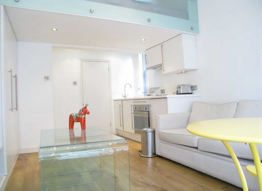 Properties to let in Blenheim Crescent - W11 1NY view4