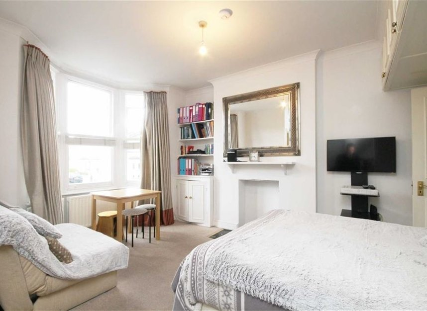 Properties to let in Bloom Park Road - SW6 7BG view2
