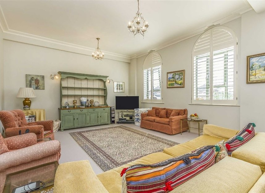 Properties to let in Brasenose Drive - SW13 8RB view2