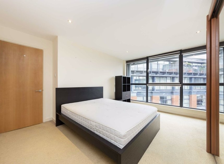 2 Bedrooms 2 Bathrooms short let flat to rent in Britton Street - EC1M 5UG view2