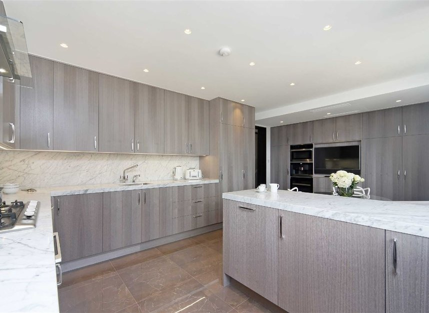 Properties to let in Cadogan Place - SW1X 9RZ view4