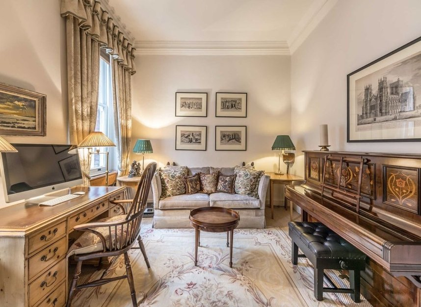 Properties to let in Cadogan Square - SW1X 0EA view3