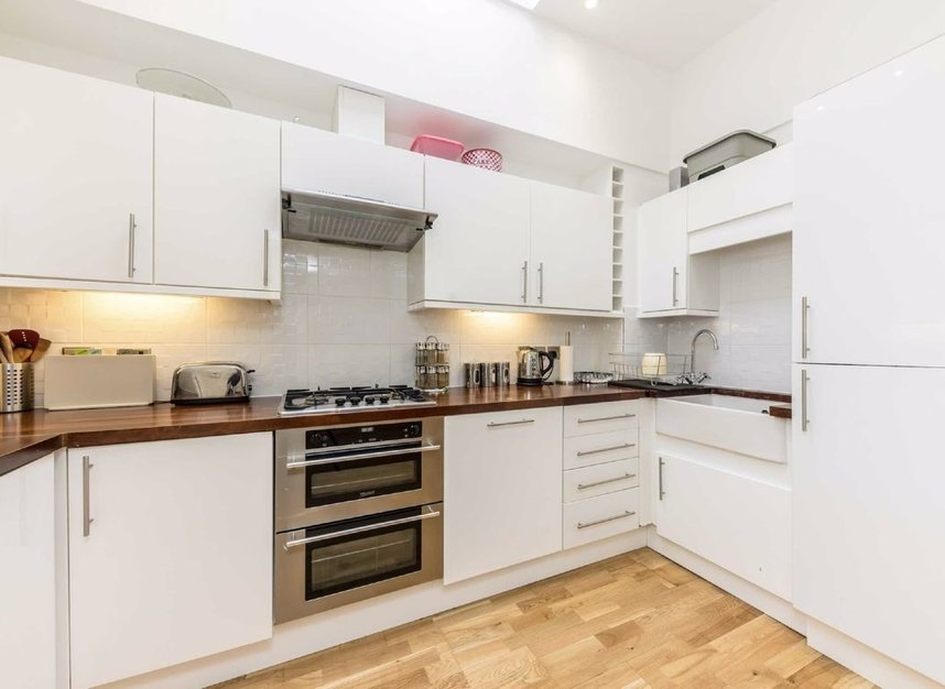 3 Bedrooms 2 Bathrooms short let flat to rent in Campden Street - W8 7EN view5