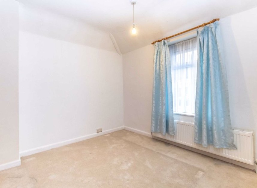 Properties to let in Cannon Hill Lane - SW20 9ET view7