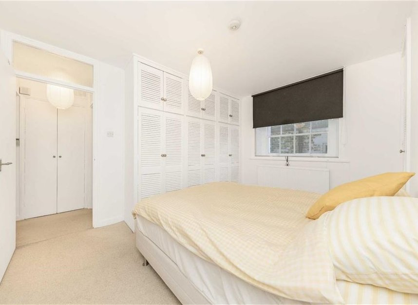 Properties to let in Canonbury Square - N1 2AU view4