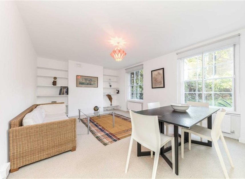 Properties to let in Canonbury Square - N1 2AU view2