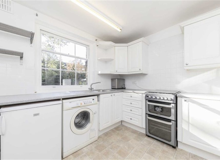 Properties to let in Canonbury Square - N1 2AU view3